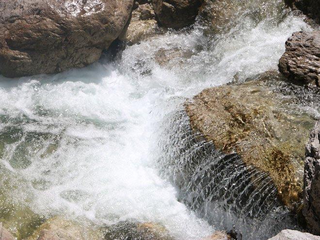 Element Wasser Dynamik