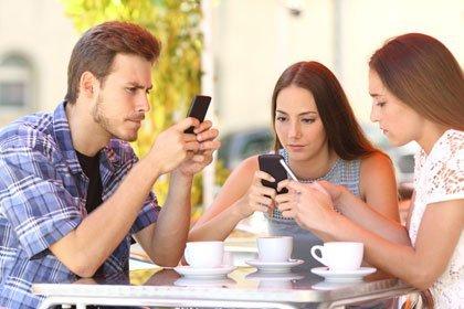 süchtig nach dem Smartphone